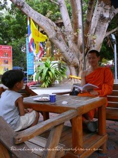 Teaching monk in Chiang Mai (Thailand)